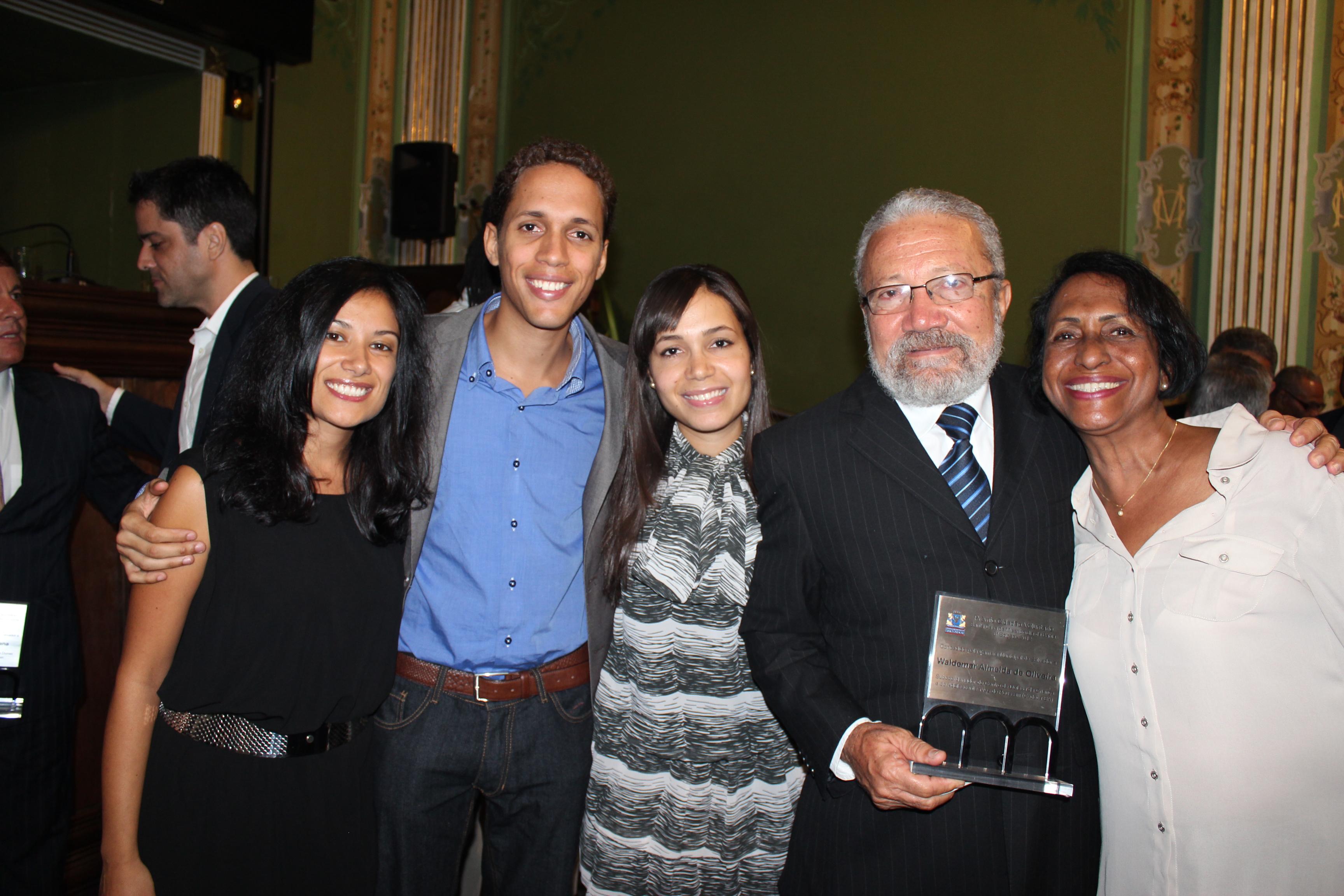 Waldemar Oliveira recebe Prêmio Cidadão Voluntário