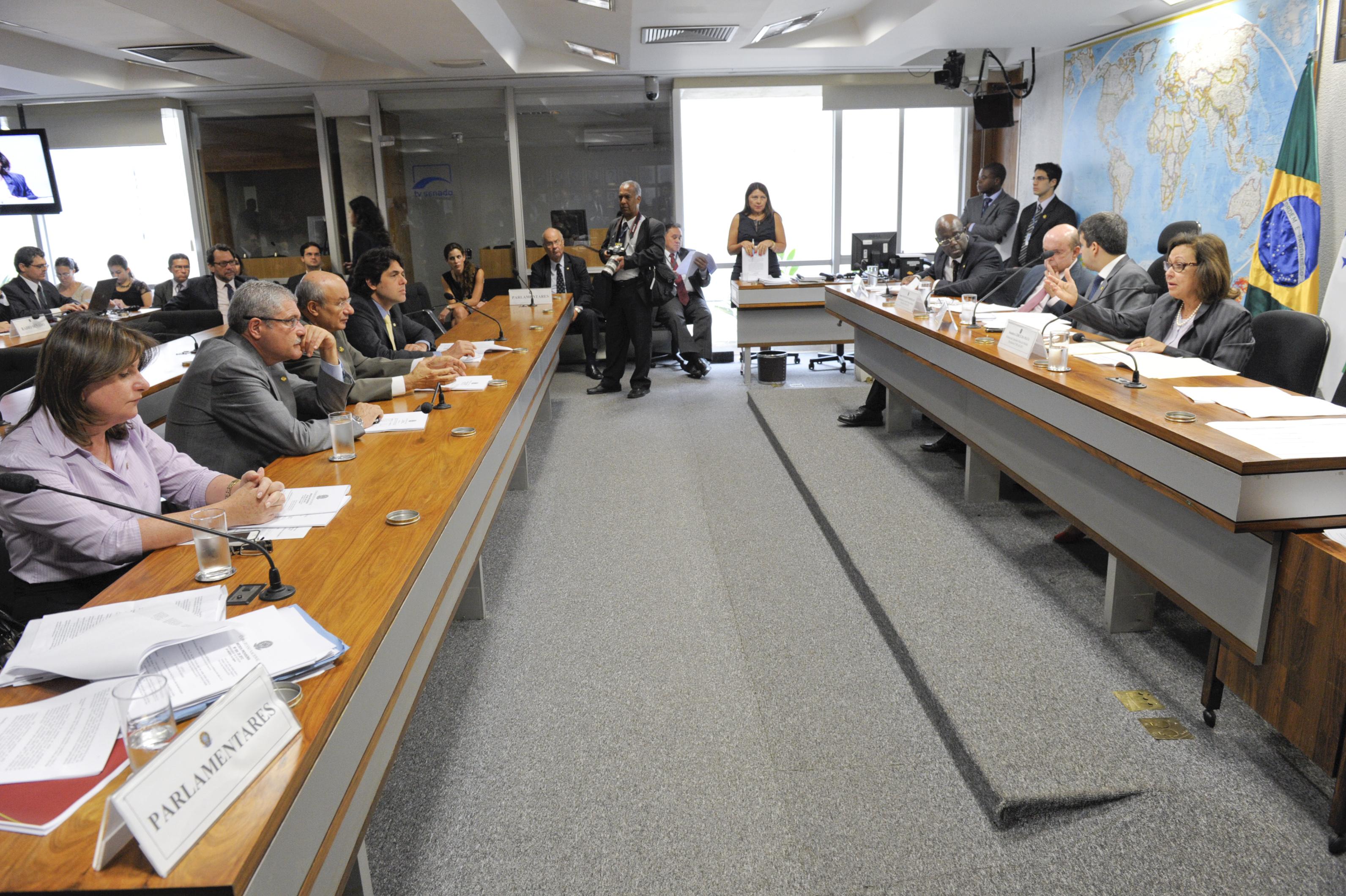 Apresentação do relatório da Comissão Mista destinada a examinar a medida provisória (MP 584/2012) que dispõe sobre medidas tributárias referentes à realização dos jogos olímpicos e paraolímpicos de 2016 no Brasil. Mesa (E/D): relator revisor