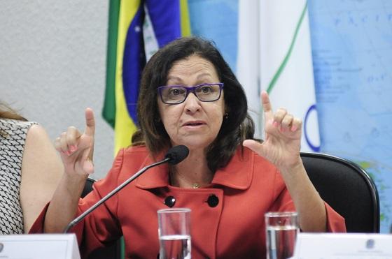 Senadora Lídice da Mata (PSB-BA), coordenadora das emendas do Projeto de Lei Orçamentária de 2014, durante audiência pública sobre a gestão do açude Epitácio Pessoa, responsável pelo abastecimento de Campina Grande e outros 19 municípios paraibanos
